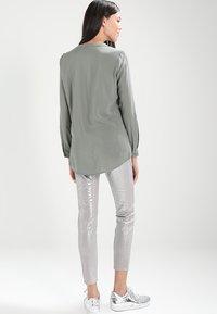 ONLY - ONLFIRST POCKET - Camisa - agave green - 2