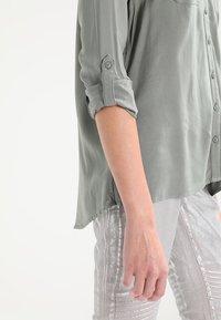 ONLY - ONLFIRST POCKET - Camisa - agave green - 5