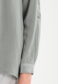 ONLY - ONLFIRST POCKET - Camisa - agave green - 4