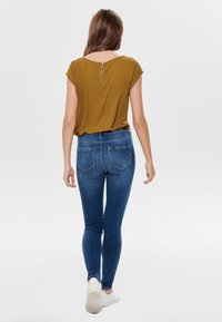 ONLY - ONLVIC  - Blusa - cathay spice - 2