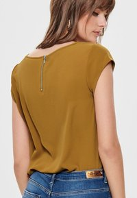 ONLY - ONLVIC  - Blusa - cathay spice - 4