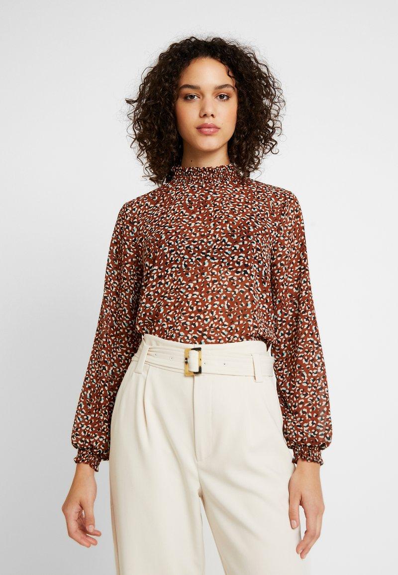 ONLY - ONLSTAR HIGHNECK - Bluse - brown