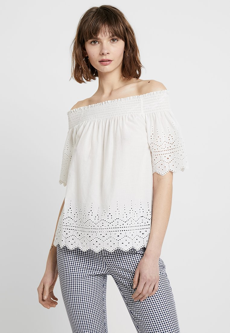 ONLY - ONLSHERY ANGLAISE OFF SHOULD - Bluse - cloud dancer