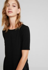 ONLY - ADELE PLEAT - T-shirts med print - black - 3