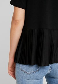 ONLY - ADELE PLEAT - T-shirts med print - black - 6