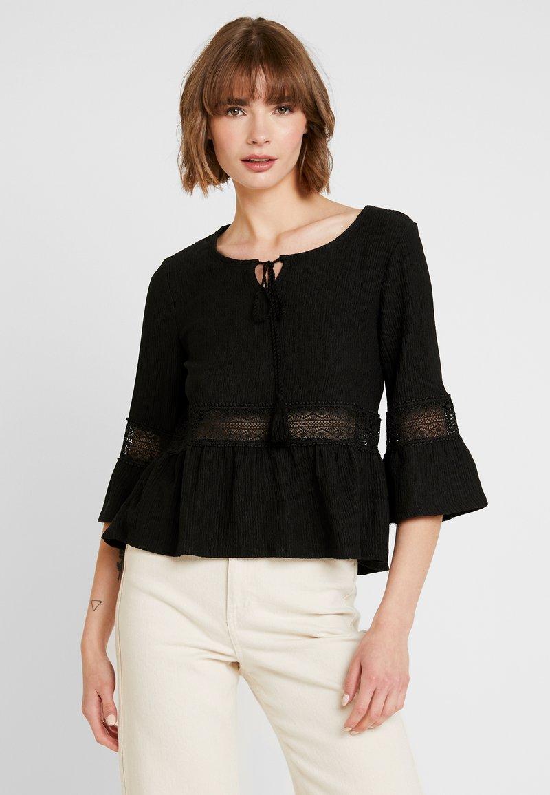 ONLY - ONLHELENE - Bluse - black