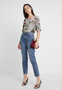 ONLY - ONLSALLY - Blouse - balsam green/tropical - 1