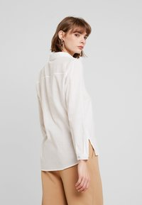 ONLY - ONLBRIGHT - Camicia - cloud dancer - 3