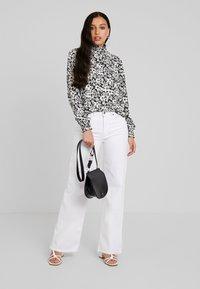 ONLY - ONLOPHELIA SMOCK - Bluser - white/black - 1