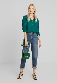 ONLY - ONLENA - Blusa - forest biome - 1