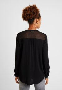 ONLY - ONLEDDIE DETAIL - Blusa - black