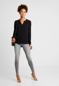 ONLY - ONLEDDIE DETAIL - Blusa - black - 1