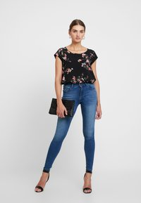 ONLY - ONLNOVA - Bluse - black/red flower - 1