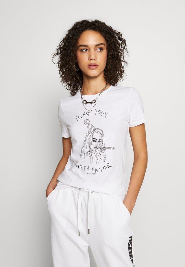 ONLBILLIE EILISH TOP - T-shirt med print - bright white