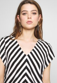 ONLY - ONLLUMA  - Blouse - bright white/black - 3
