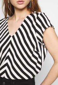 ONLY - ONLLUMA  - Blouse - bright white/black - 5