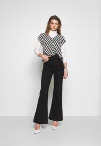ONLY - ONLLUMA  - Blouse - bright white/black - 1