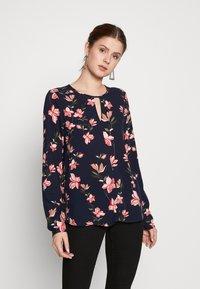 ONLY Tall - ONLNOVA  KEY HOLE TOP - Bluser - night sky/magnolia - 0