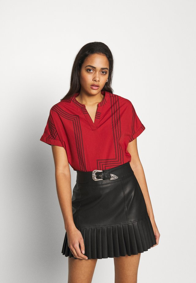 ONLMOIRA BLOUSE - Blusa - red ochre/graphic