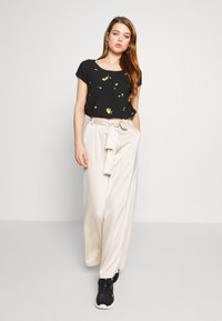 ONLY - ONLALISA LIFE  - Blouse - black/misted yellow - 1