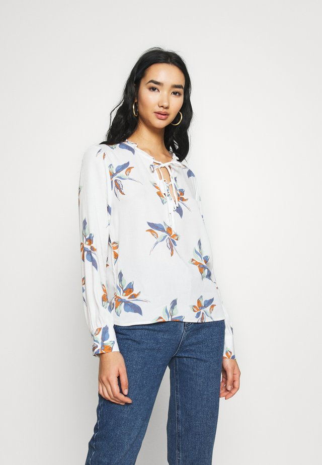 ONLCARRIE FRILL  - Blusa - cloud dancer/nature mix