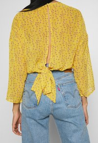 ONLY - ONLSUNNY BLOUSE - Bluser - misted yellow - 6