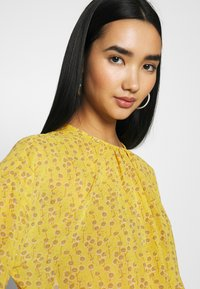ONLY - ONLSUNNY BLOUSE - Bluser - misted yellow - 3