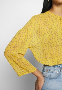 ONLY - ONLSUNNY BLOUSE - Bluser - misted yellow - 4