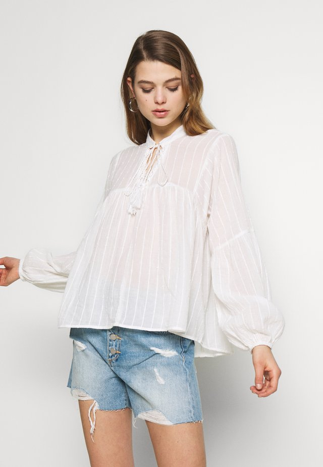 ONLNEW ELISA LIFE - Blusa - cloud dancer