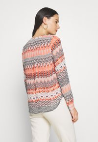 ONLY - ONLZAFFY - Bluser - cloud dancer/aztec - 2