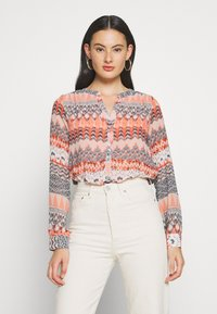 ONLY - ONLZAFFY - Bluser - cloud dancer/aztec - 0