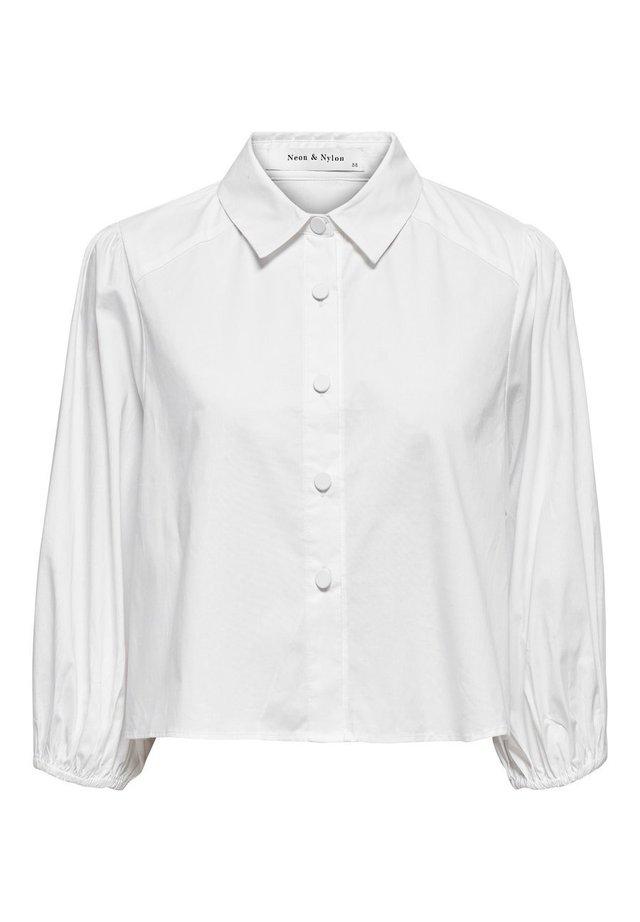 ONLY HEMD KURZ GESCHNITTENE - Button-down blouse - white