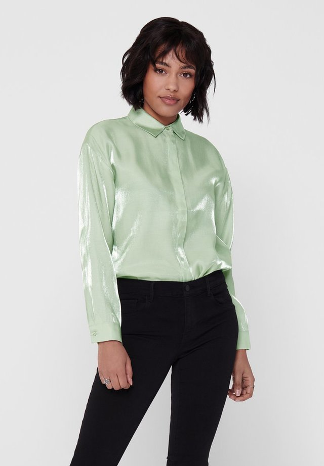 HEMD GLÄNZENDE - Button-down blouse - frosty green