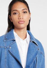 ONLY - ONLCHRISTA GERRICK JACKET - Veste en jean - medium blue denim - 3