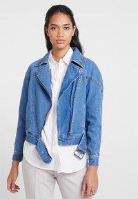 ONLY - ONLCHRISTA GERRICK JACKET - Veste en jean - medium blue denim - 0