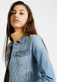 ONLY - ONLTIA JACKET - Spijkerjas - light blue denim