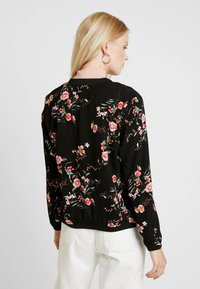 ONLY - ONLNOVA BOMBER JACKET - Bomberjakke - black/red flower - 2