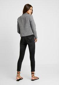 ONLY - ONLLINDA FITTED - Blazer - medium grey melange - 2