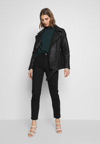 ONLY - ONLBRITT LOOSE JACKET - Kunstlederjacke - black - 1