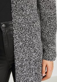 ONLY - ONLAPPLE CRISPY - Krátký kabát - black - 4