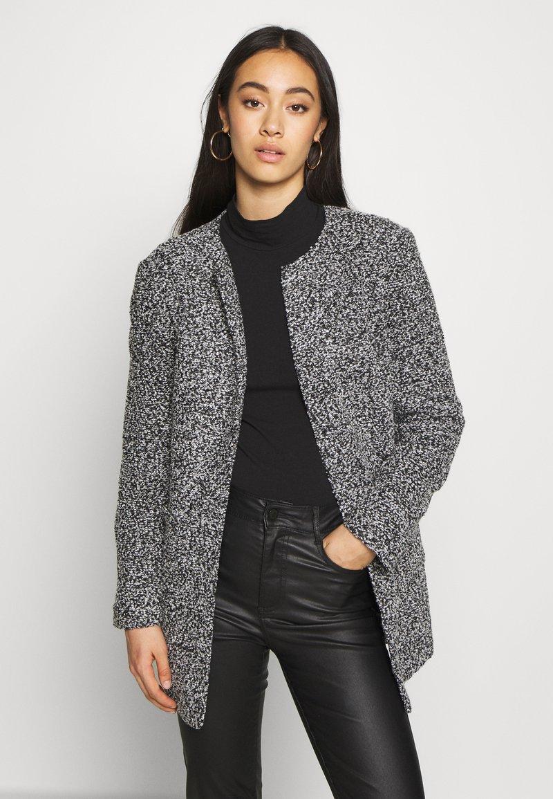 ONLY - ONLAPPLE CRISPY - Krátký kabát - black