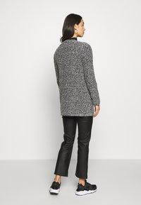 ONLY - ONLAPPLE CRISPY - Krátký kabát - black - 2