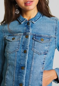 ONLY - ONLWESTA LIFE JACKET  - Denim jacket - light blue denim - 4