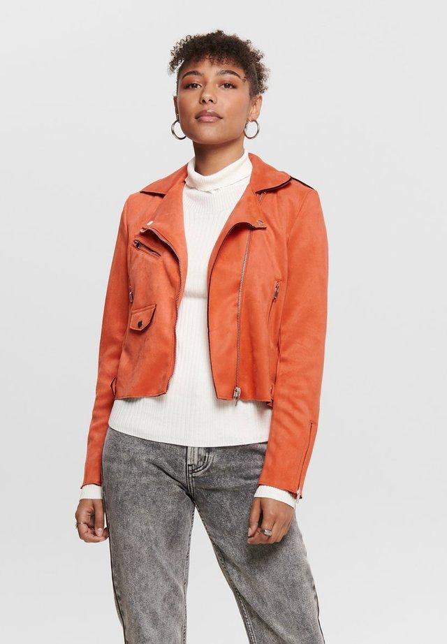 BIKER - Imitatieleren jas - orange