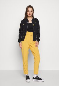 ONLY - ONLALISA LIFE BOMBER JACKET - Bomberjacka - black/yellow - 1