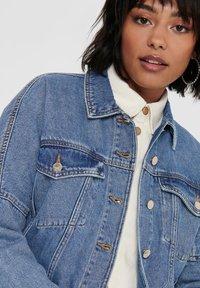 ONLY - JEANSJACKE CROPPED - Denim jacket - medium blue denim - 4