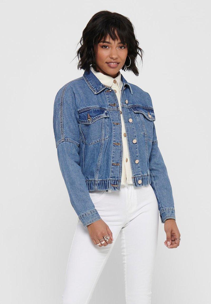 ONLY - JEANSJACKE CROPPED - Denim jacket - medium blue denim