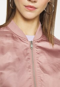 ONLY - ONLJACKIE CROPPED JACKET  - Chaquetas bomber - adobe rose - 5