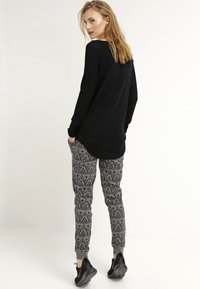 ONLY - ONLMILA LACY LONG - Jumper - black - 2