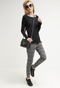 ONLY - ONLMILA LACY LONG - Jumper - black - 1